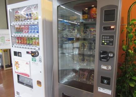 【ボウリング場】パン自販機、設置しました!